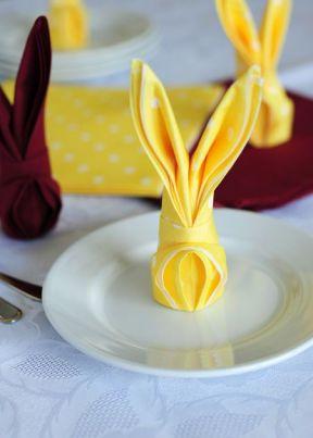 Come Piegare I Tovaglioli Di Carta.Come Piegare Un Tovagliolo A Forma Di Coniglio Per La Tavola Di Pasqua