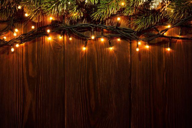 Dei modi creativi per usare le luci di natale tutto l 39 anno for Luci per decorare la stanza