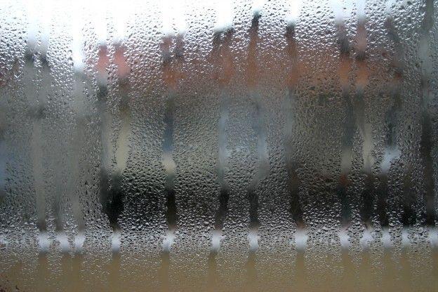 Condensa sulle finestre ecco come fermarla - Condensa vetri casa ...