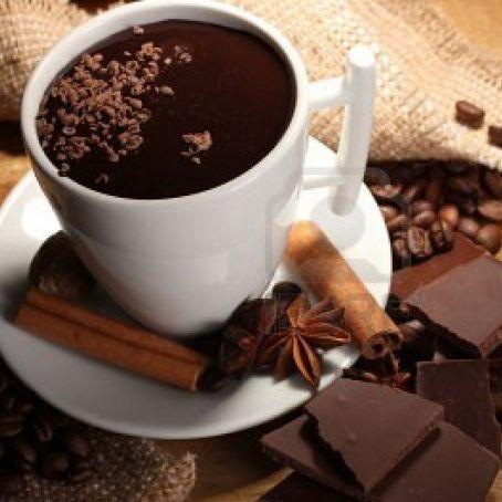 Cioccolata calda con cacao 3 9 5 - Un locale con tavola calda ...