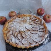 Crostata con crema chantilly mele e cannella
