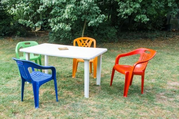 Sedie Di Plastica Colorate.Trasforma Le Sue Vecchie Sedie Di Plastica In Bellissime