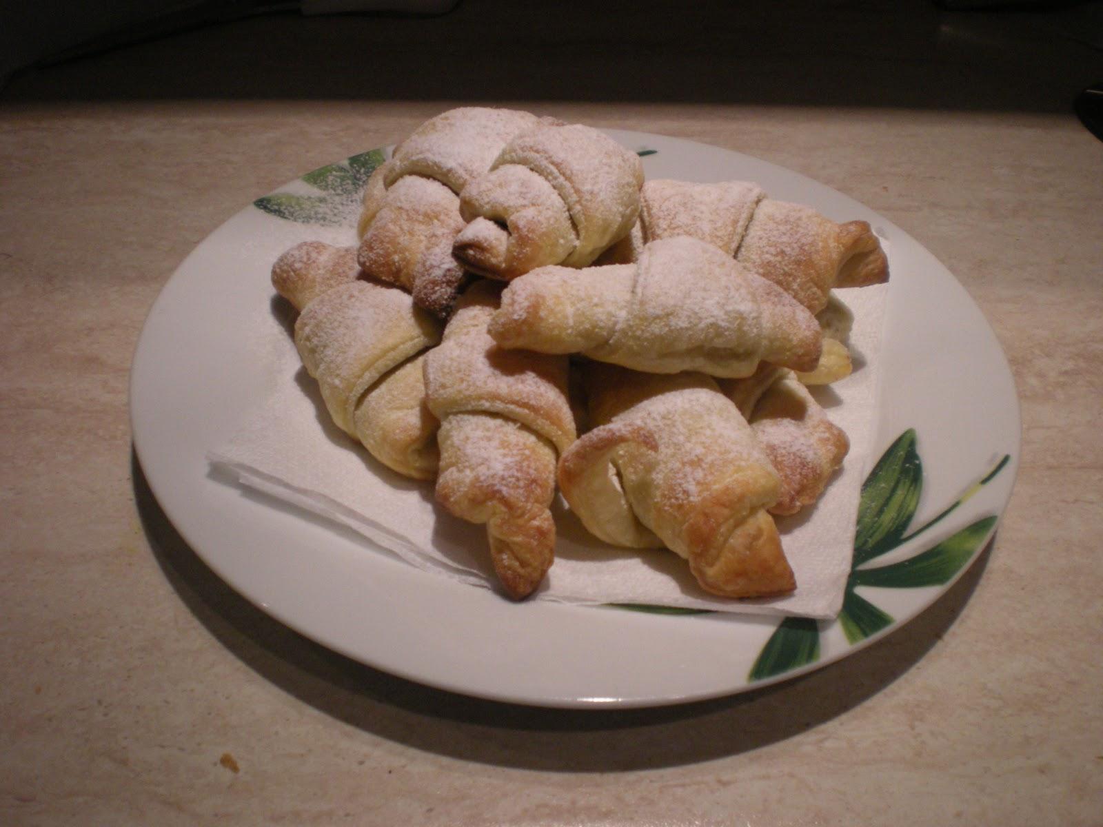Cornetti di pasta sfoglia alla nutella 4 5 for Piccoli piani colonica con foto